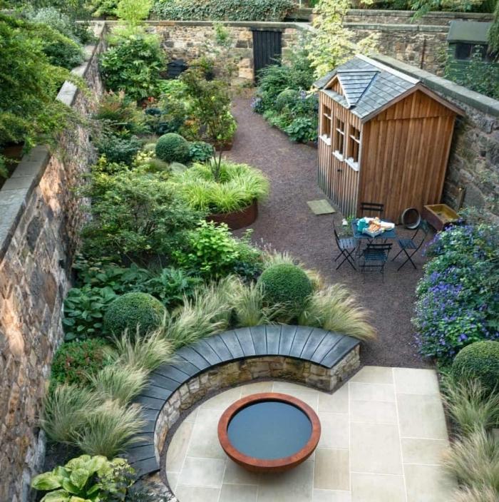aménagement jardin en longueur banquette pierre et bois feu meubles jardin fer compactes
