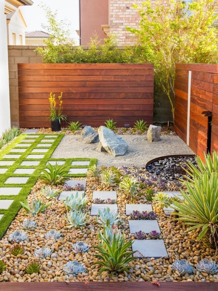 aménager son jardin avec dalles sentier gazon galets plantes succulentes cloture en bois petit lac