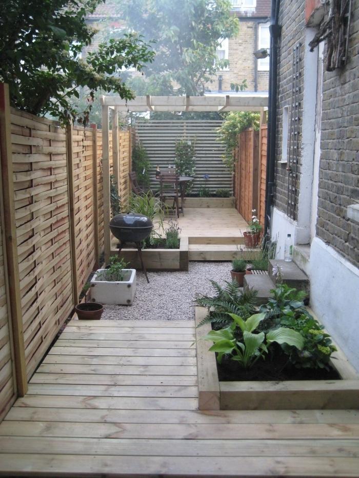 amenagement exterieur jardin cloture en bois revetement de terrasse bois pergola barbecue