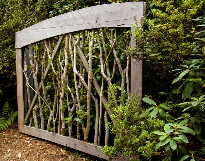 cadre de bois avec des branches pour obstruer la vue exempe de cloture naturelle originale