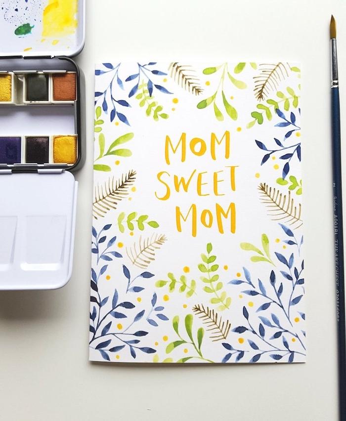 carte bonne fete maman a coté d une palitre de peinture aquarelle