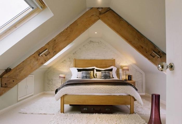 chambre grenier décoration revetement pan de mur briques blanches poutres bois spots led