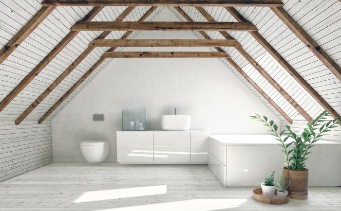 combles aménagés poutres bois structure grenier revetement mural salle de bain grenier baignoire