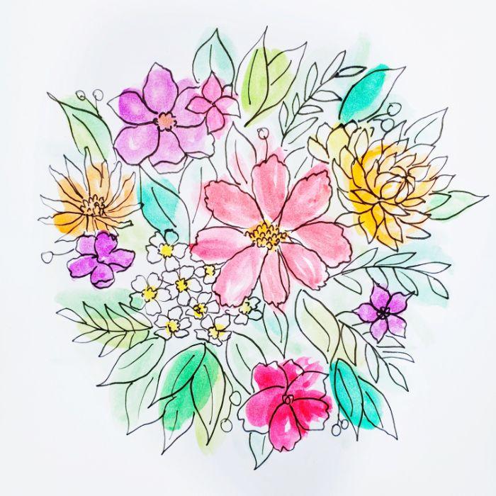 composition fleurie avec des boutons de couleurs variés et feuillages et couleurs rose violet bleu vert pâles
