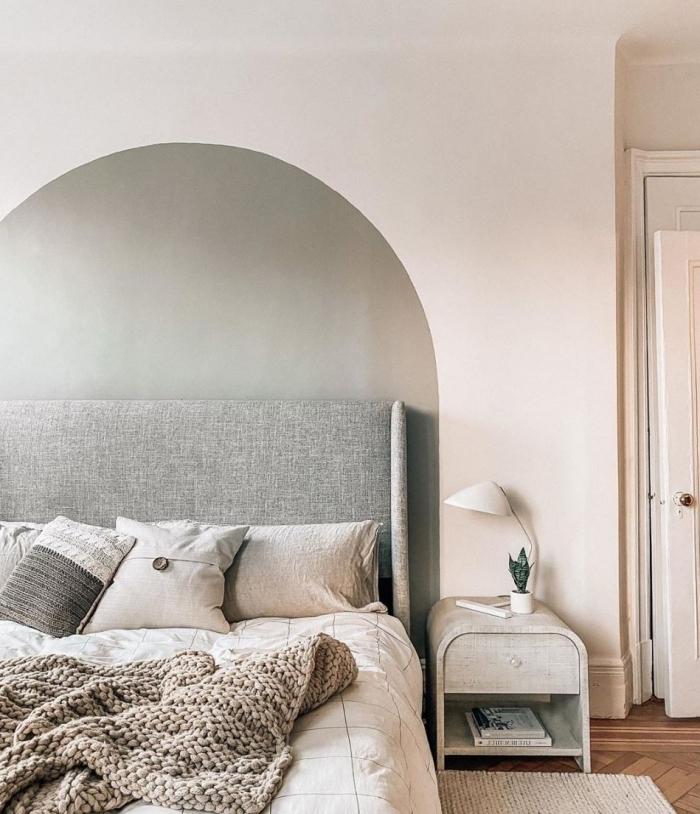 couleur mur chambre minimaliste tête de lit en peinture gris plaid grosse maille coussins décoratifs