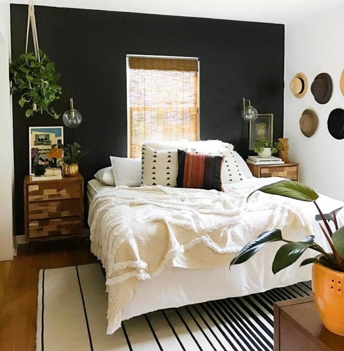 déco boho moderne plantes vertes quel mur peindre en foncé pour agrandir une pièce tapis blanc et noir