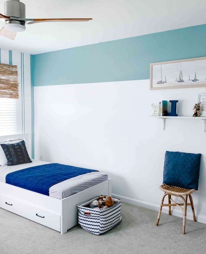 décoration chambre enfant lit blanc avec rangement comment agrandir une piece avec 2 couleurs bande peinture