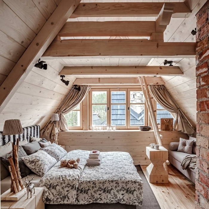 décoration style rustique revetement poutres plancher en bois chambre sous pente tete de lit zebre