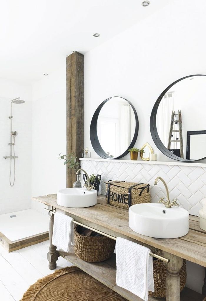 deco maison campagne design intérieur tendace retro poutre apparente miroir rond noir panier tressé