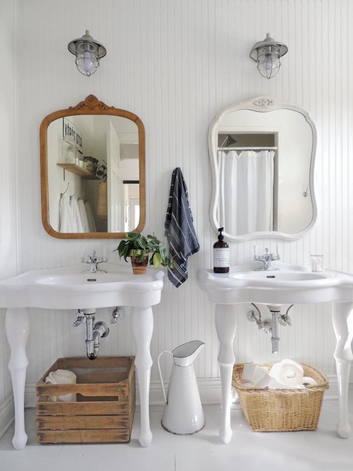 deco maison de campagne miroir cadre bois cagette bois rangement serviette de bain panier tressé
