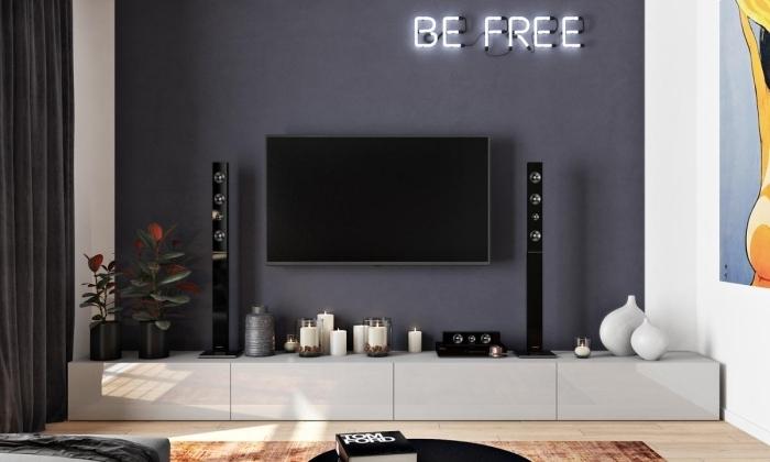 deco mur derriere tv peinture a effet mur sombre design intérieur moderne rideaux longs velours anthracite