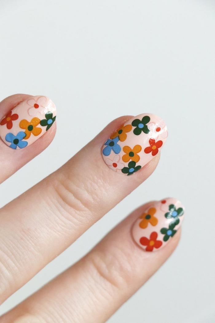 deco ongle en gel couleur de base vernis nude dessin facile fleur en couleur nail art maison