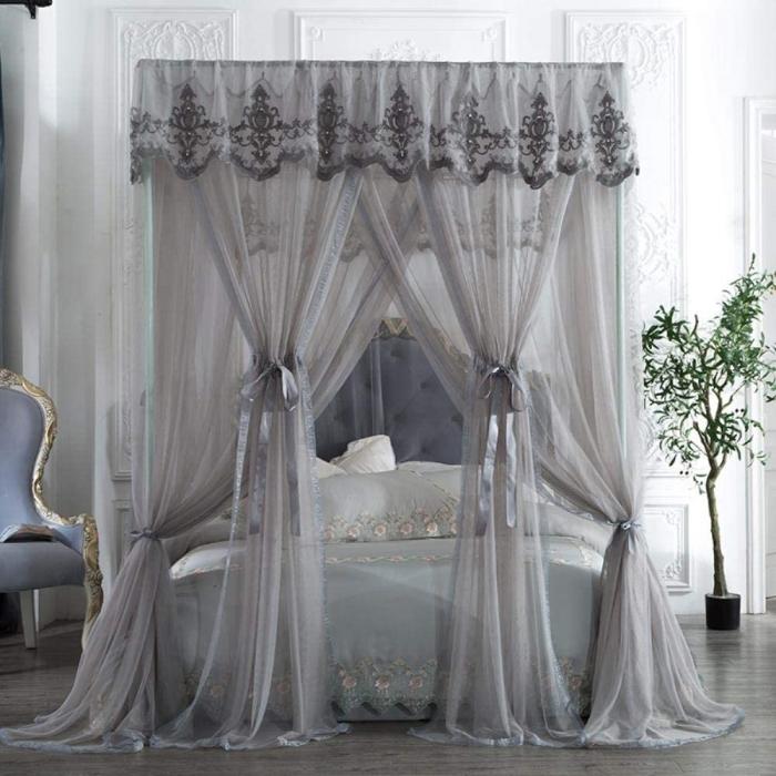 design chambre adulte style élégant lit baldaquin cadre voilage transparent ornements décoration tissu