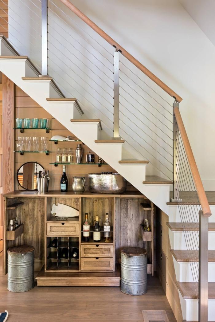 design intérieur cuisine sous escalier revetement plan de travail meubles bois rangement bouteuilles ouvert