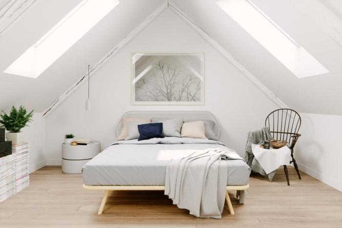 design minimaliste chaise déco cocooning plante verte grenier aménagé fenetre de plafond