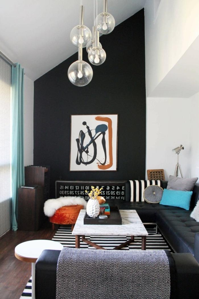 design petit salon ouvert déco sous pente couleur mur salon sombre art mural canapé d angle cuir noir