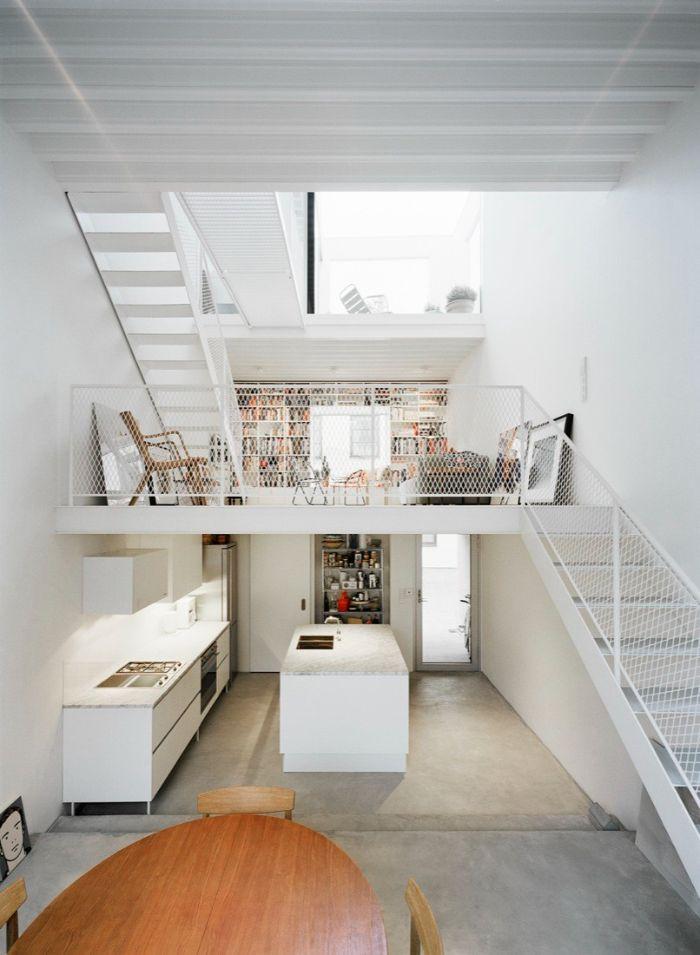 exemple amenagement dessous escalier cuisine blanche avec ilot central escalier blanc desinf appartement moderne