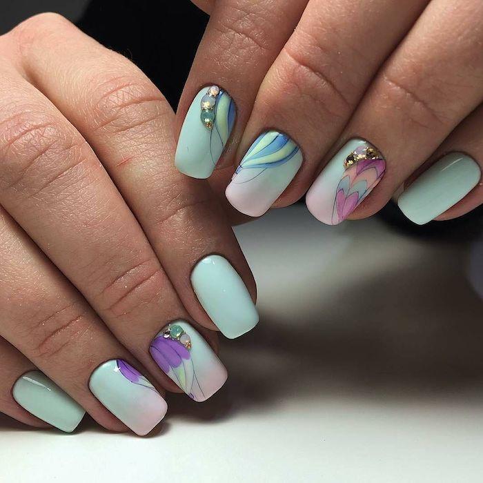 exemple de nail art ete 2021 et des ongles en)couelur pastel avec des décorations