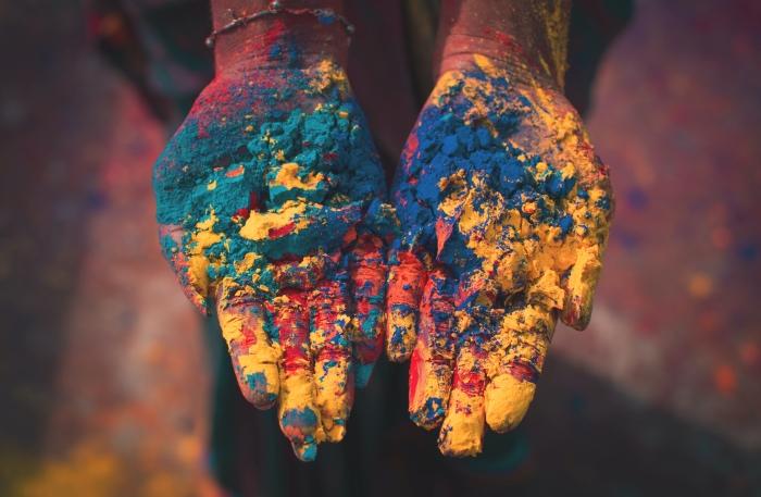 festival couleurs celebration poudre colorée ingredients naturels colorants alimentaires fete