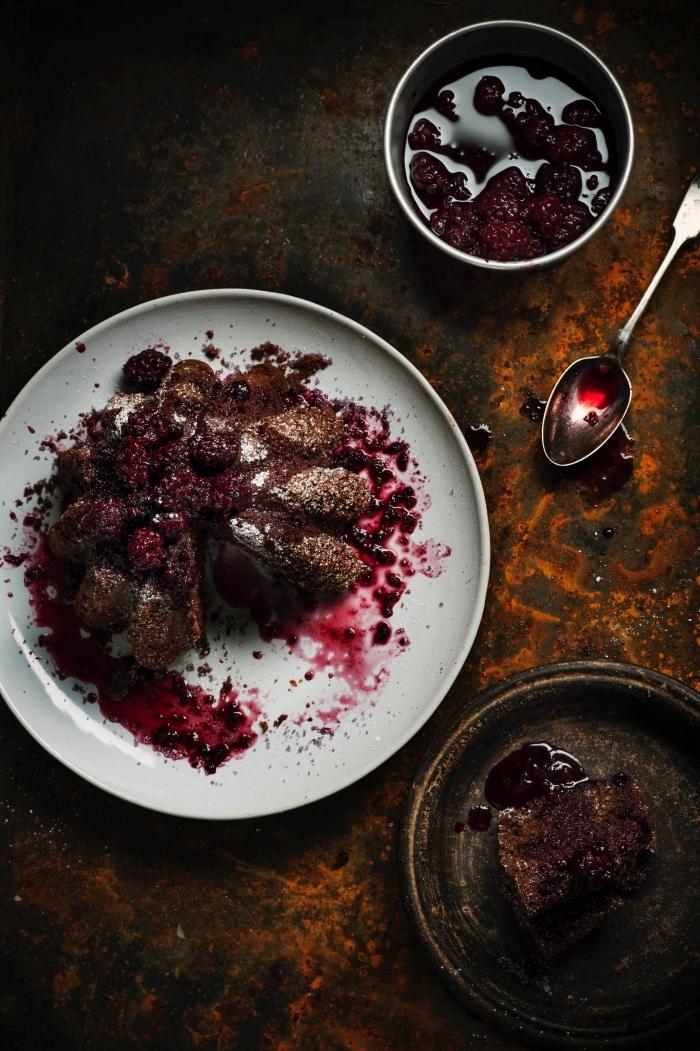 gateau aux framboises et chocolat recette dessert baies gâteau sirop confiture fruits rouges