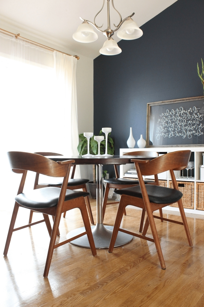 idée peinture murale de couleur foncée aménagemet salle a manger meubles bois et noir