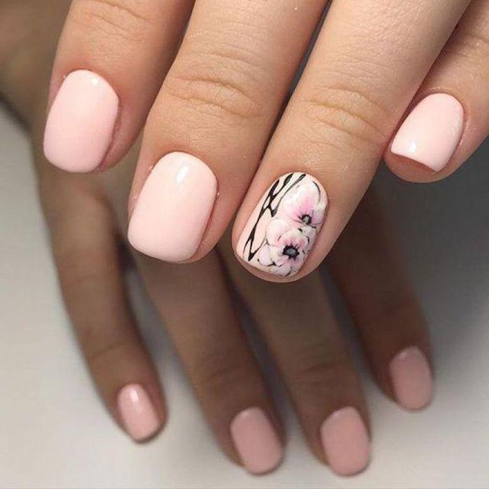 idée d un nail art ete 2020 en couleur peche pastel et un dessin de fleurs