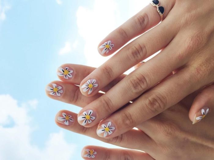 manucure facile diy nail art printemps ongles transparents dessin marguerite sur ongles