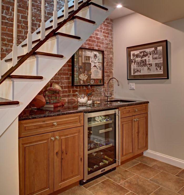 meuble bas cuisine bois avec mini bar plan de travail granite mur de briques credence art noir et blanc