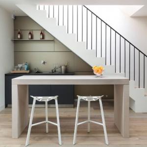 Cuisine sous escalier - petite idée pour faire de grandes économies d'espace