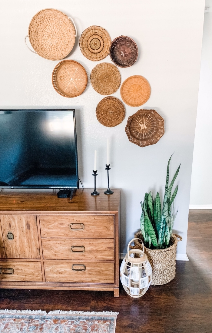 meuble tv petit espace décoration murale avec panier design intérieur style boho moderne cache pot végétal