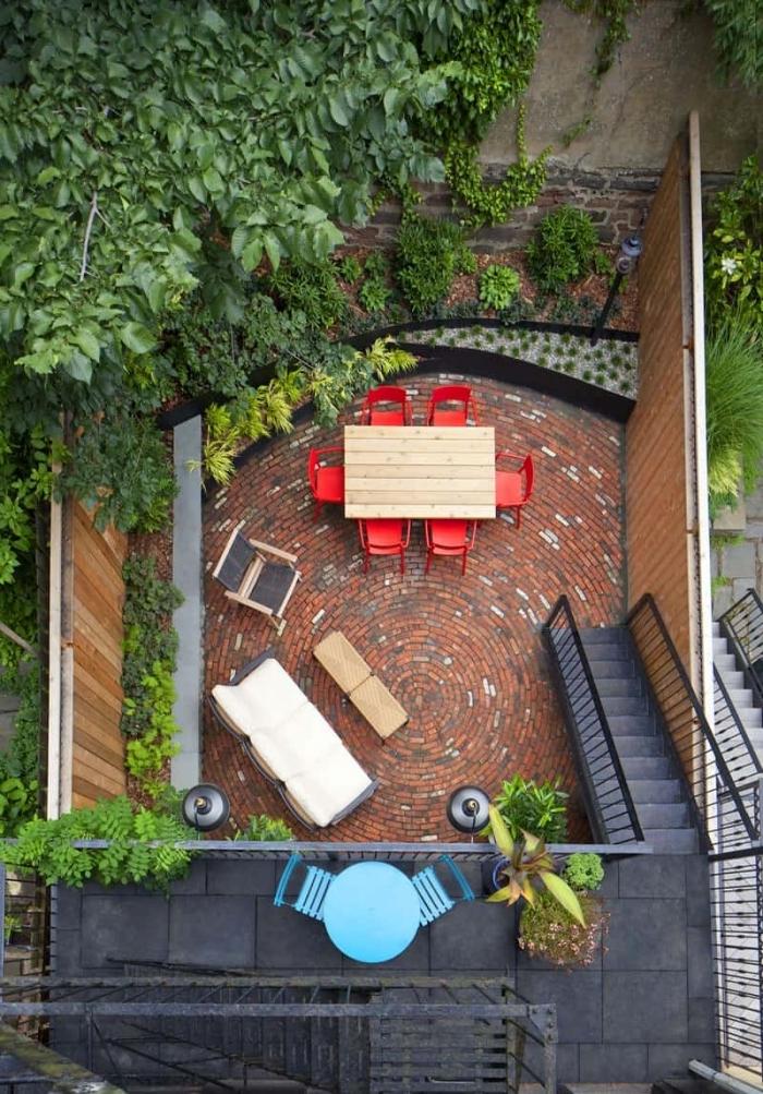 meubles extérieur chaise bois aménager un petit jardin de 20m2 escalier déco extérieur sur niveaux