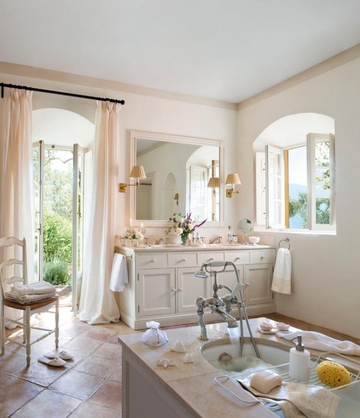 miroir rétro chic baignoire autoportante chaise vintage bois blanc deco salle de bain bois meubles