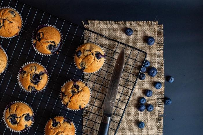 muffin aux myrtilles recette farine tout usage sucre préparation cupcake baies moule papier