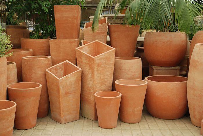 multitude de cache pots en argle de tailles différentes deco jardin recup