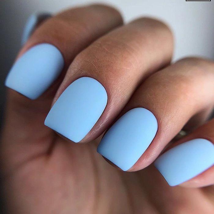 ongles et forme carrée en bleu idée couleur ongle en pastel