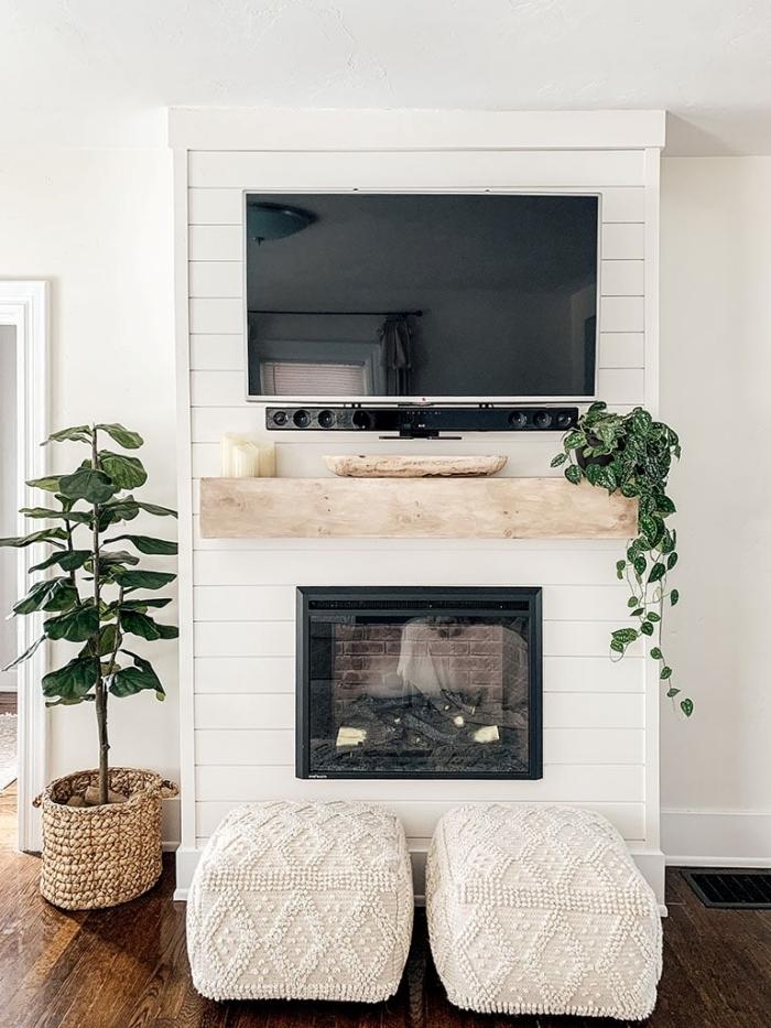 panier tressé cache pot plante verte amenager salon tv cheminee décorative étagère en bois plante