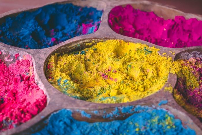 poudre holi célébration fête de couleurs ingrédients poudre colorée festival évènement