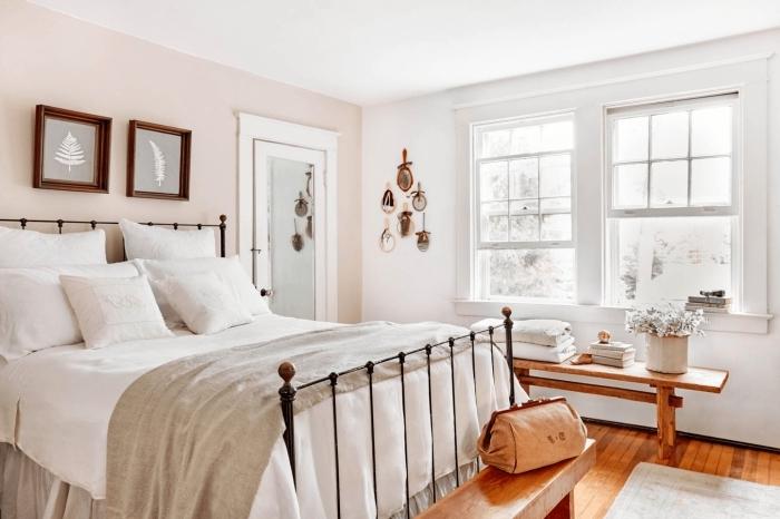 quel mur peindre en couleur dans une chambre tête de lit fer peinture rose pastel nude banquette bois