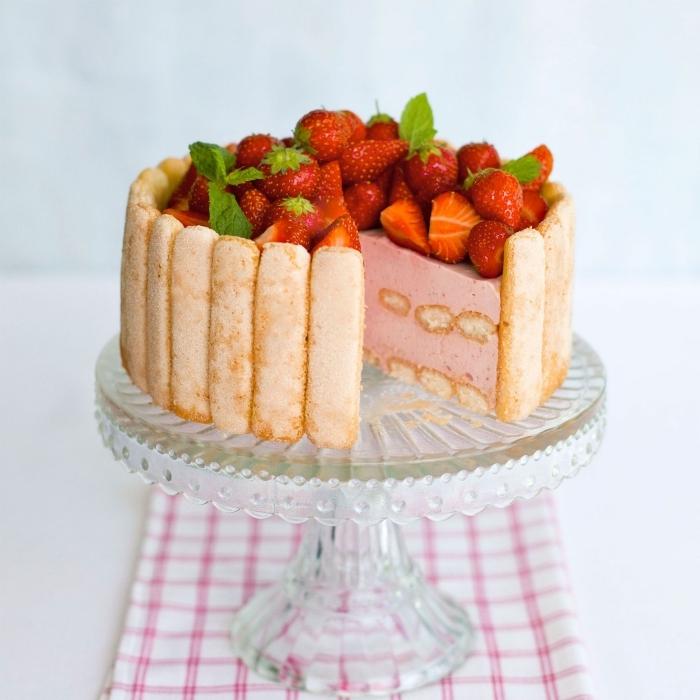 recette dessert avec doigts de dame charlotte aux fraises sirop café crème épaise et fruits rouges