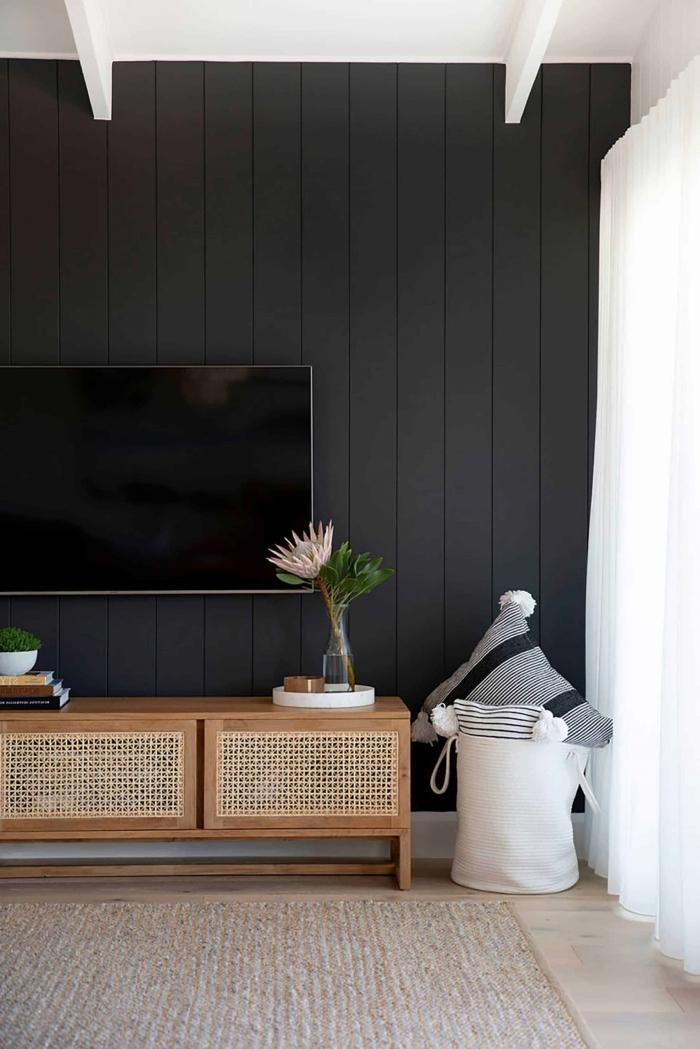 revetement mural panneaux bois noir meuble tv rotin bois cache cable tv mural derriere le mur