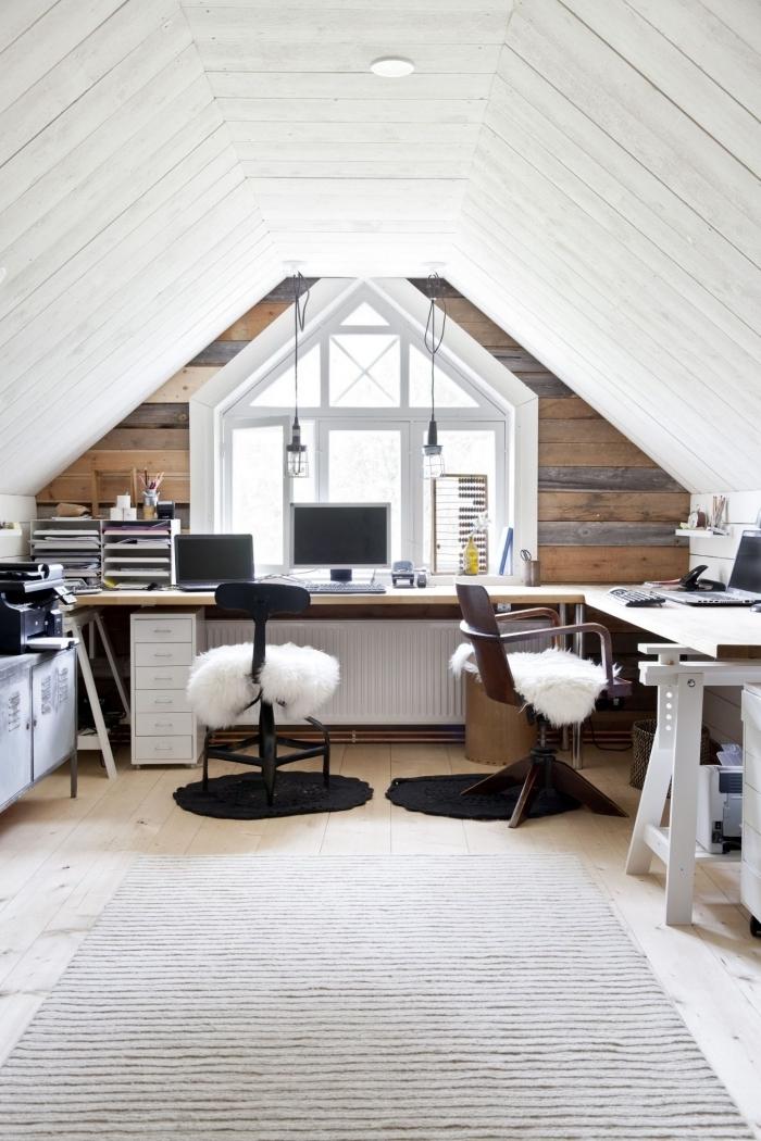 revetement mural planches bois plafond amenagement sous pente décoration bureau a domicile