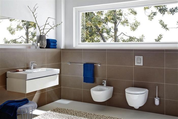 salle de bain couleur balnc et taupe tapis salle de bein beige