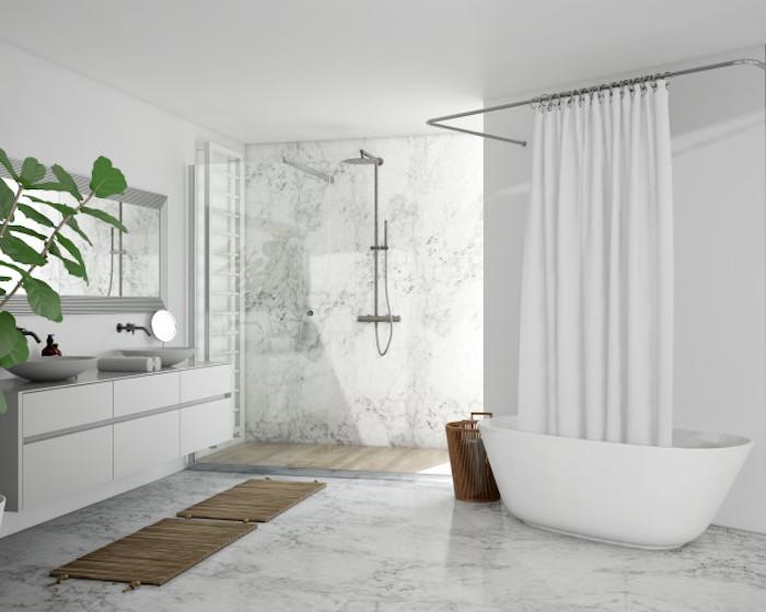 salle de bain couleur marbre gris blanc plante verte dans la salle de bain