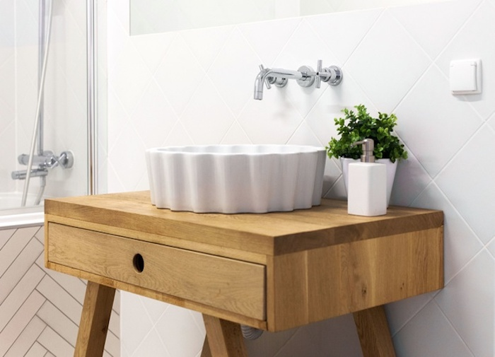 salle de bain moderne style scandinave meuble en bois clair massif