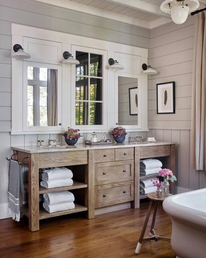 salle de bain rustique meuble sous lavabo bois foncé miroir rectangulaire baignoire blanche autoportante