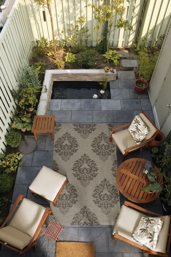 salon de jardin en bois tabouret table ronde bois amenagement jardin photos chaise longue tapis extérieur beige