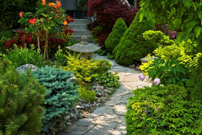 solutions paysagistes petit espace aménagement jardin devant maison pavage sentier haies plantes
