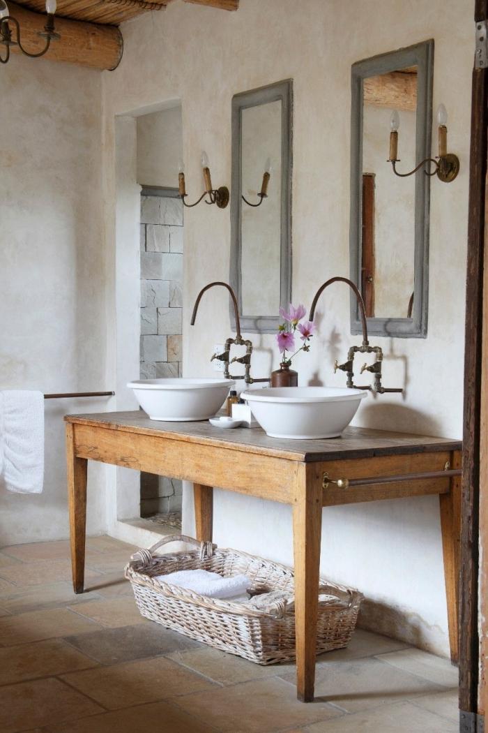 style campagne chic peinture a effet sablée meuble bois double lavabo panier tressé serviettes bain