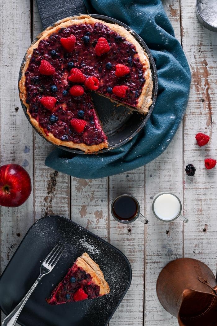 tarte aux fraises pâte sucrée confiture baies faite maison sucre et jus de citron fruits rouges