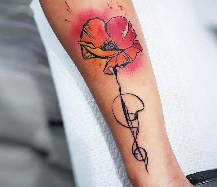 tatouage coquelicot en style aquarelle et culeurs rouge et jaune sur l avant bras